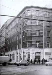 Budynek przy Al. Solidarności róg Żelaznej